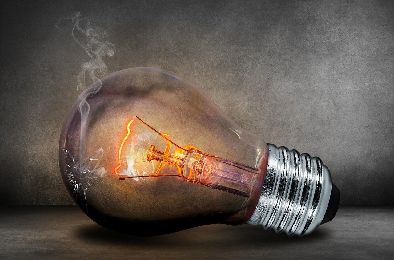 В механике и электронике есть железное правило: чем больше нагревается поверхность, материал, тем меньше будет служить.