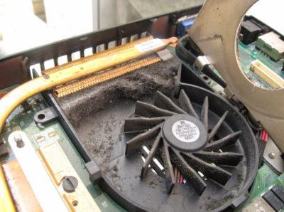 Почему ноутбук шумит?